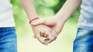 couple_hands-620x350-1